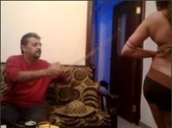 شرموطة مولعة ترقص لجوزة سكسى بأوضاع مثيرة قبل النيك