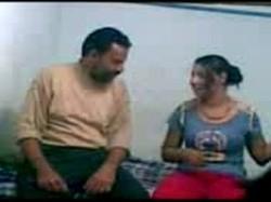 ابو شنب زانق بنت الجيران المطلقة على السرير ومحسرها على كسها الوردى نياكة وتنطيط