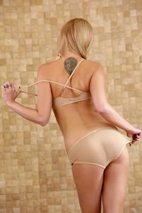 Brea Bennett - Slippery When Wet [HQ Photoset] (2014/HollyRandall.com/270.07 MB)