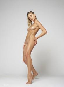 Darina-L-Body-Shape--y6snmrtagl.jpg
