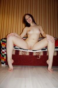 Amanda-I-Sexy-Amanda-Showing-her-Round-Body--p6tc8leg16.jpg