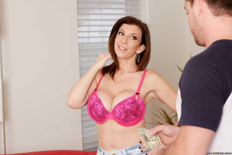 Putting-Her-Tits-To-Good-Use-Sara-Jay-%26-Kyle-Mason-%23%23-BRAZZERS-46nfvmu2vt.jpg